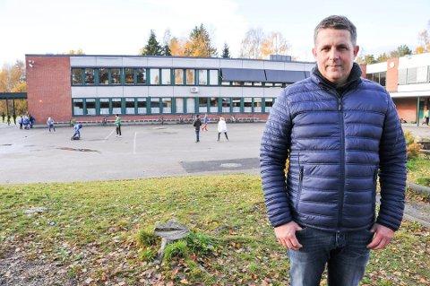 FÆRRE: Færre elever har sendt inn søknad om å bytte skole fra Stigeråsen i år enn tidligere år. Det er rektor Kim Aas godt fornøyd med.