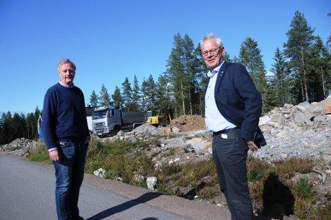 FOR FRAMTIDA: Politikerne Bent Gurholt og Kjell Sølverød i Siljan må jobbe med kommuneplanen også i framtida - de er klare for innspill fra innbyggerne.