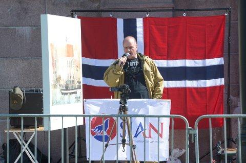 TIL PORSGRUNN: SIAN-leder Lars Thorsen taler under en tidligere markering i Oslo.