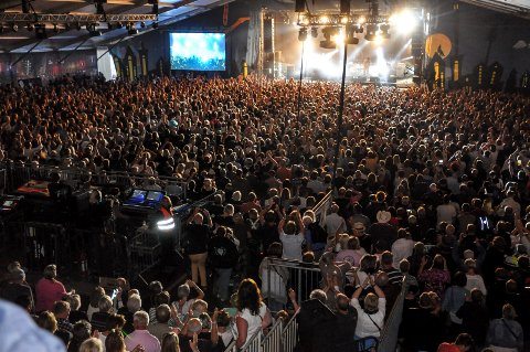 Notodden Blues Festival - Robert Plant i Hovigs Hangard - fredag.