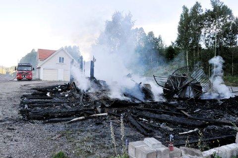 Brannruin etter Tinnegrend stasjon. Brant ned kvelden søndag 1. juli 2012. Ca 22.15.