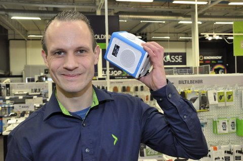 Venter på stormen: Jan Inge Bakka Nilsen er ansvarlig for DAB-salget i Elkjøp på Notodden. Han venter på stormen.