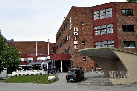 Drapstruet: En 20 år gammel hotellansatt ved Notodden Hotell ble drapstruet av godt voksne menn i rusmiljøet lørdag.
