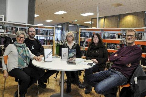 RUNDT 70: I fjor deltok det rundt 70 mennesker på Noveller i Notodden – Herbjørnsruddagene, og i år håper Inger Løken (f.v.), Vegard Tveitan, Marianne Tinnes, Karen Hagen og Sveinung Nordstoga på enda flere.