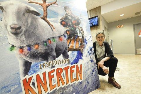 VELKOMMEN: Kinosjef Hilde Hem gleder seg stort til Den store kinodagen, med førpremiere på den nye Knerten-filmen. Det blir premietrekning på billetten på alle filmene, og alle billettene påskrives navn og nummer og samles inn helt til slutt for trekning av hovedpremie.