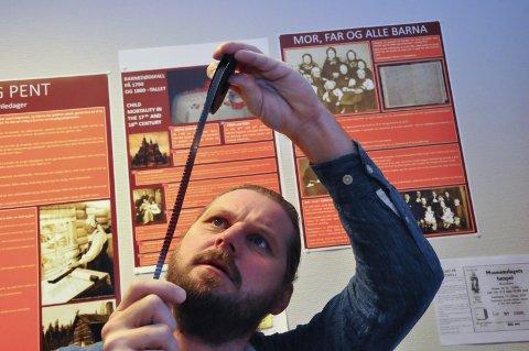 For alle: Filmfotograf Helge Anderson og NIA (Norsk Industriarbeidermuseum) vil gjøre 70-tallets smalfilmer tilgjengelig for alle. Men da må de først digitaliseres. (Foto: Håkon Rusten)