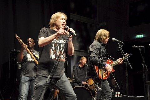På scenen: Dagens Spoonful der de hører hjemme: På scenen. Fra venstre Tony Caddle, Jostein Forsberg, Eskil Aasland og Morten Omlid.