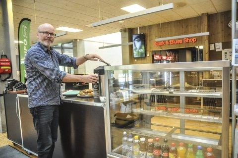 Ikke på plass: Kultursjef Terje Malm rekker ikke å få på plass en permanent driver av kafeen på Bok og blueshuset til Bluesfestivalen, men regner med at det skal gå greit å finne en løsning for festivaldagene.