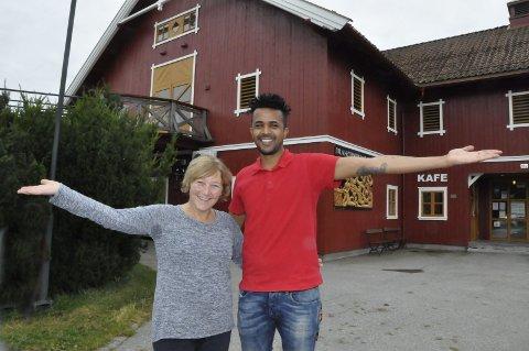 Avslutter: Anne Marie Halvorsen og Dany Isaac avslutter i dag sommersesongen i Kafe Olea, og går straks i gang med forberedelsen til en ny turistsesong i 2018.