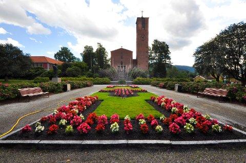 Blomster i Notodden sentrum Kirkeparken