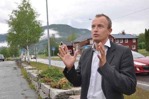BUSS: - Skal vi få folk til å kjøre buss - så må bussen gå, mener fylkesordfører Sven Tore Løkslid, fra Hjartdal - og legger inn igjen 12 millioner kroner i fylkesbudsjettet til kollektivtrafikk i bygde-Telemark.