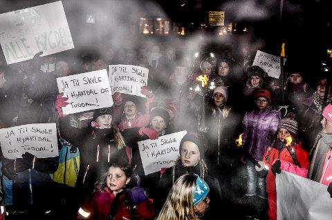 SKOLE: Desember 2016: Kommunestyret diskuterte skolene sine, og folk mobiliserte. I dag er planene om private skoler både i Hjartdal og Tuddal kommet langt mot realisering.