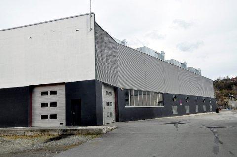 """INVESTERER: Det er dette bygget, det tidligere """"nybygget til Becromal"""" i Hydroparken på Notodden, at NEL ASA vil satse 150 millioner kroner på nye produksjonslinjer for elektrolysører i forbindelse med den store ekspansjonen. De første ansettelsene skjer nå."""