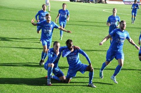 Erlend Hustad og Amani Mbedule feiret etter scoring mot Vindbjart ifjor - og de starter treningskampen mot Odd i dag.