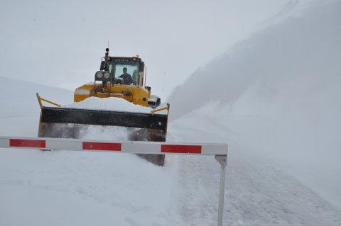 Det er mye snø som skal bort på Imingfjell mellom Uvdal og Tinn.
