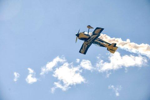 Telemark Airshow på Notodden flyplass i et tidligere år. Her er svensken Jacob Holländer, som fikk mange til å måpe.
