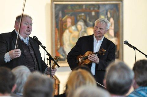 TILBAKE: Knut Buen og Arve Tellefsen skal spille på historiens første Myllargutfestival på Akkerhaugen. Her er de i Telemarksgalleriet.