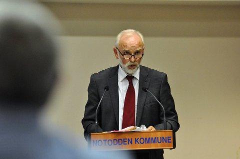 TILBAKEVISER: Rådmann Svein Aannestad tilbakeviser at fremleggelse av en sak bare to dager før kommunestyret er brudd på loven.
