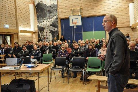 2016: Per Dehli orienterte om kommunereformen på et folkemøte på Hjuksebø i juni 2016.