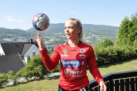 Full kontroll: Synne Hagen er flink med ball, og er klar på at ønsket om å satse på håndball er stort.