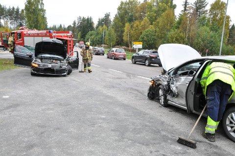 ulykker: Her i Høgåskrysset og området rundt har det vært mange ulykker. Denne skjedde i september 2017. Nå håper grunneieren å være i gang med bygging av nytt og tryggere kryss til våren.