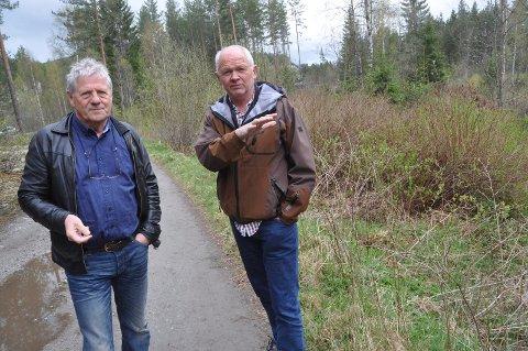 VIL BEVILGE: Reidar Solberg (til venstre) og Håvard Bakka i Notodden SV vil bevilge 1,5 millioner kommunale kroner i støtte til idrettsanlegget for bevegelseshemmede på Grønkjær. De vil ikke være dårligere enn Hjartdal.