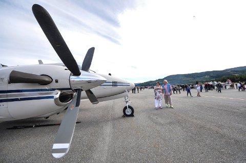 SMÅFLY: Utredningen anbefaler Eggemoen ved Hønefos som permanent tilholdssted for småflyaktiviteter på Østlandet. Her fra Åpen flydag på Notodden i 2015 da Notodden flyplass var 60 år