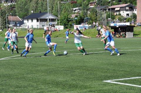 Fornøyde: Cecilie Sørensen og Snøgg spilte 1-1 borte mot Medkila i ettermiddag. (Foto: Vilde Kvernstuen Grimsrud).