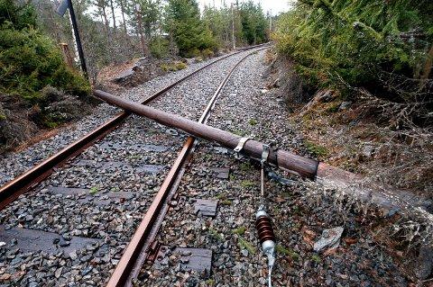 FORFALL: Tinnosbanen har vært utsatt for hærverk og forfall gjennom flere år. Verdensarvkoordinator Juliane Strogan mener Norge med dette bryter FNs verdensarvkonvensjon.