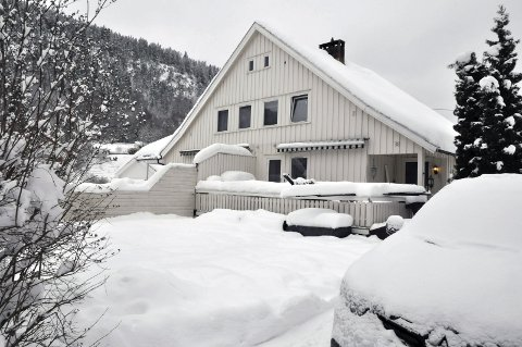 1 300 000: Anders Buens gate 10 er vertikaldelt bolig som ligger ved Tinnesmoen skole og kirkegården.