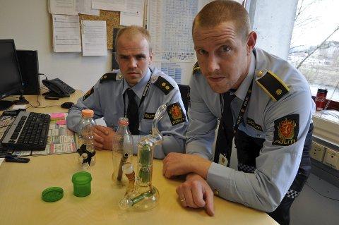 BESLAG: Jan Gunnar Kigen og Paul André Carlsen oppfordrer foreldre til å ta kampen mot narkotikaproblemet i lokalsamfunnet.