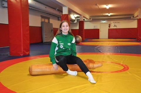 Skal trenes: Anne Svarstad har sommerferie fra skolen, men er klar på at det ikke er ferie fra bryting og at det kommer til å bli brukt mye tid i hallen for å trene.