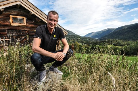 GLEDER SEG: Fylkesordfører Sven Tore Løkslid gleder seg til å bli far. Her fotografert i hjembygda Hjartdal for et par år siden.