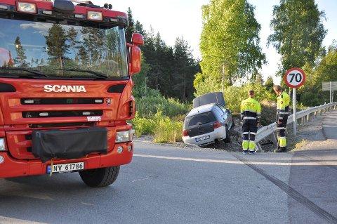 MANGE SMELLER: Politiet er aktive på strekningen Høgåpskrysset - Saggrenda. Mange ulykker skjer på den uoversiktlige veien med stor og treg trailertrafikk som gjør mange bilister dristige.