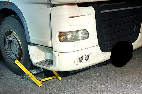 STOPPET: Hjullås er montert på mange av vogntogene.