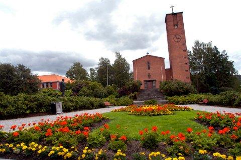 VALG: Kirkemedlemmene har valgt i alt 24 medlemmer til menighetsråda i fire menigheter i Notodden. Bildet viser Notodden kirke.