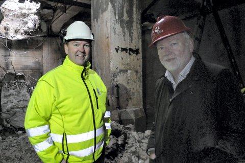 TUNGTVANNSKJELLREN: Runar Lia med tidligere riksantikvar Jørn Holme i Tungtvannsjelleren.