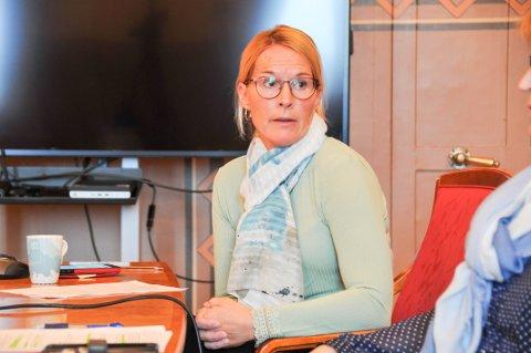 – STOR PÅGANG: – I helga har vi fått beskjed om at det er vanskelig å komme gjennom på koronatelefonen, men det prøver vi å gjøre noe med, sier skiensordfører Hedda Foss Five (Ap).