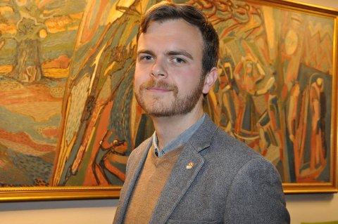 ALTERNATIV: Martin Lerstang Mikkelsen er ukependler og når VY1 Ekspress innstiller avgangene må han enten ta Haukeliekspressen eller ta toget og bli hentet og kjørt fra Notodden til Kongsberg.
