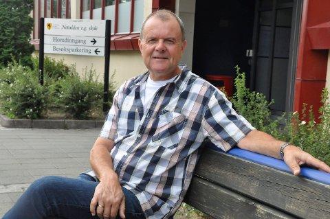 ENGSTELIGE: Rektor Tomm Svarstad forteller at det er både elever og ansatte ved Notodden videregående skole som gir uttrykk for at de er engstelige på grunn av pandemien. Nå håper han skolen forblir smittefri.