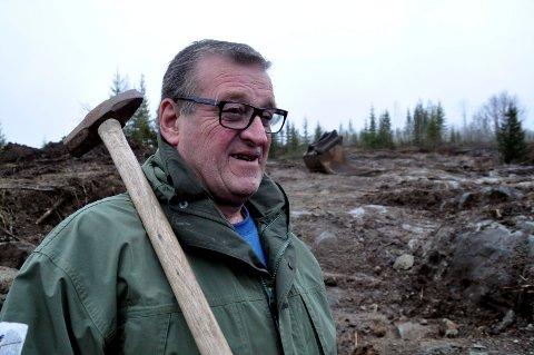 TAR FATT IGJEN: 73 år gamle Thor H. Jacobsen tar fatt på nye områder for å skape attraktive boligtomter og næringstomter. Han legger ikke skjul på at han elsker det.