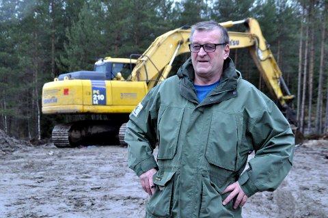 TIL VÅREN?: Thor H. Jacobsen håper at maskinene rykker inn i det nye feltet til våren. De to veteranene som begge er 73, ønsker seg NUAS som medspillere. De to initiativtakerne må ha med seg en aktiv partner for å realisere planene.