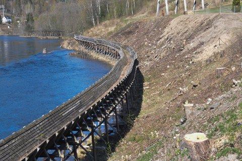 DET KOSTER: Riksantikvaren har gitt et ekstratilskudd på nær 270 000 kroner til Hydro Energi AS, som er øremerket arbeidet med tømmerrenna og veldikeholdsveien langs tømmerrenna.