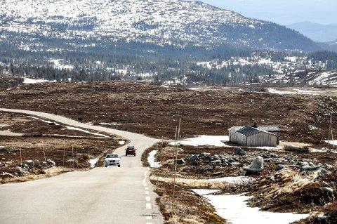 SNØ: Vinteren har meldt sin ankomst for fullt de siste dagene, og fredag klokka 12.00 går bommene ned på hver sin side av Råen.