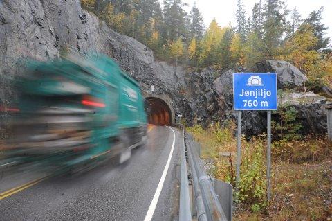 UTBEDRES: Sydsiden av begge tunnelene skal få 20 meter lengre tunnelåpning.