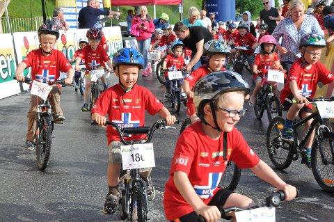 TRAFIKKSIKKERHET: Alle barn liker å sykle og sykleopplæring er både viktig og nødvendig. Nå er all opplæring samlet på sykkeldyktig.no. Bildet er hentet fra Tour of Norway for Kids 2016  på Torvet.
