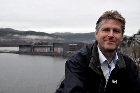 LOKALT FOKUS: NUAS direktør John Terje Veseth er opptatt av å støtte oppunder lokal virksomhet og lokale initiativ. Han mener Notoddenselskapene burde få prøve seg på Goasholt.