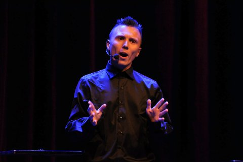Erik Mogeno