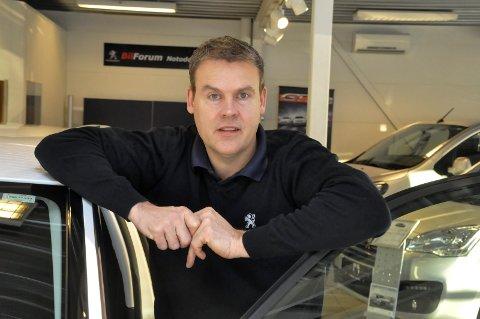 KRISE: - Vi skal ikke legge skjul på at jrisen vi ser kan bli forsterket. Jeg frykter langtidsvirkningen og det synes åpenbart at myndighetene må gi bransjen en krisepakke med innhold, sier leder av Notodden bilbransjeforening og BilForum Notodden as, Rune Andreas Johansen.