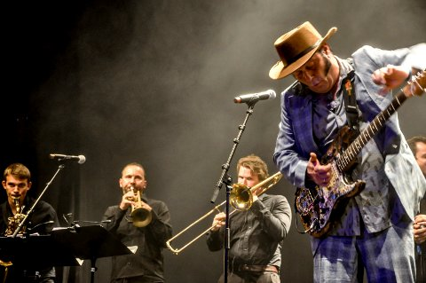PUBLIKUMSFAVORITT: Vidar Busk er en kjær artist på Notodden Blues Festival, her med bandet sitt His True Believers i 2015.